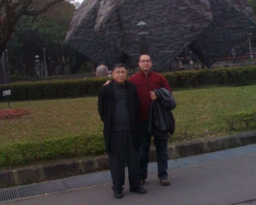 Hubby and his dad in happier, healthier days, only a few years ago.